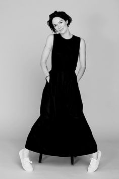 hello hollywood Lena Headey, Hollywood, Queen, Female, Celebrities, Brunettes, Black, Dresses, Style