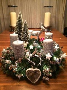 Filling Your Home with Favorite Christmas Scents- Pink Candles Artificial fir tree as Christmas decoration? An artificial Christmas Tree or a real one? Centerpiece Christmas, Easy Christmas Decorations, Christmas Candles, Christmas Themes, Holiday Decor, Silver Christmas, Simple Christmas, Christmas Wreaths, Christmas Crafts