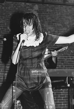 Singer Chrissy Amphlett - performing with Australian rock group Divinyls at Club Lingerie, Los Angeles, California, Audrey Fluerot, Manic Pixie Dream Girl, Heavy Metal Rock, Rock Groups, Walk This Way, Pop Rocks, Cool Bands, New Music, Music Artists
