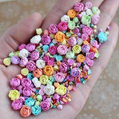 735 flowers    Чем я занималась последнюю неделю ... Делала цветы и решала всякие личные дела    Цветы были как отдушина, делать что-то новое и интересное не было вдохновения, поэтому я остановилась на монотонной работе, где можно было отключиться. Итого 735 цветочков, думаю это мой рекорд за раз на сегодня.