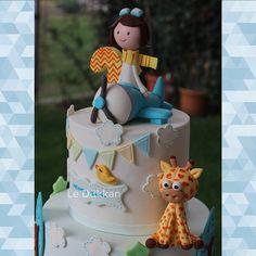 ✈️✈️ ✈️✈️✈️ #littlepilot #pilot #reposteria #doğumgünü #happybirthday #birthdaycake #cakeart #fondantcake #şekerhamurlupasta #kişiyeözelpasta #butikpasta #fondantcake #edibleart #şekerhamuru #sugarcake #cakedesign #instacake #cakestagram #cakeoftheday #fondant #sugarcraft #blogencontrandoideias #encontrandoideias #festejandoemcasaoficial #biscuit #masaflexible #caketopper #giraffe #zürafa