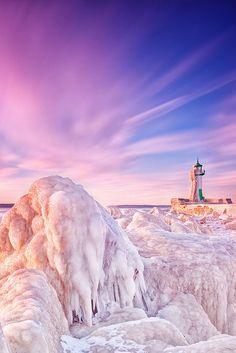 Lighthouse on the Baltic Sea, Sassnitz on the Jasmund peninsula, Rügen Island, Mecklenburg-Vorpommern, Germany