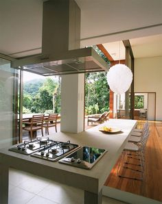 When designing a house for himself, Brazilian Architect Arthur Casas turned his approach to architecture inside-out with this unique luxury design that Deco Design, Design Case, Tropical House Design, Jungle House, Minimalist Home, Beautiful Kitchens, Home Kitchens, Dream Kitchens, Interior Architecture