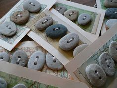 OCEAN BUTTONS five tags with 20 handmade beach stone by madeforfun