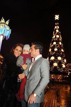 Un regalo de Navidad por adelantado: David Bustamante y Paula Echevarría, con su hija en Disneyland París