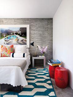 Bancos no décor. Veja: http://www.casadevalentina.com.br/blog/detalhes/bancos-no-decor:-como-nao-amar!-2955  #decor #decoracao #interior #design #casa #home #house #idea #ideia #detalhes #details #style #estilo #cozy #aconchego #conforto #casadevalentina #bedroom #quarto