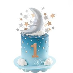 How cute is this starry cake with moon and stars topper by - Recipe Cakes - Baby Shower Ideas Baby Birthday Cakes, Baby Boy Cakes, Cakes For Boys, Baby Shower Cakes, 1st Boy Birthday, Ballerina Cakes, Star Cakes, Star Baby Showers, Novelty Cakes