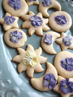 Food Adventures (in fiction!): Biscuits (Cookies) w/ Sugar Flowers from The Little White Horse - recipe/how to