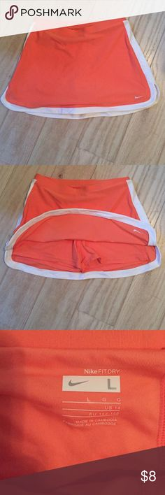 Nike fit junior tennis skort Like new, junior skort for the next tennis match! Nike Skirts Mini