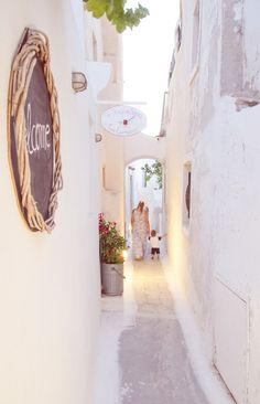 To Kafenedaki, cafe in Emporio, Santorini, Greece