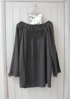 plumo pleat blouse, like the neck detail but not with those sleves