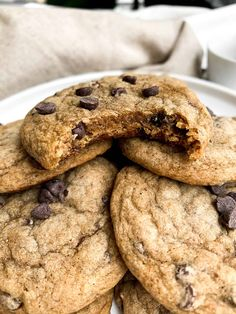 Flourless Peanut Butter Oatmeal Chocolate Chip Cookies - Hello Spoonful Healthy Cookie Recipes, Healthy Cookies, Vegan Desserts, Vegan Recipes, Delicious Cookies, Healthier Desserts, Banana Recipes, Free Recipes, Easy Recipes