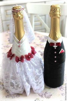 Купить или заказать Свадебные бутылки 'Сладкая парочка' в интернет-магазине на Ярмарке Мастеров. Свадебный набор 'Сладкая парочка' - незаменимый аксессуар для свадьбы - бутылки шампанского в виде Жениха и Невесты! 💏 Нежное кружево платья невесты, элегантный смокинг жениха и оригинальные декоративные элементы в модном в нынешнем свадебном сезоне цвете Марсала!