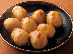 土井 善晴 さんの里芋を使った「里芋の煮っころがし」。草花に冷たい露が宿る、寒露の候。日をおかぬとれたての芋は、ツルリと皮がむけます。芋だけを味わって、食べるおいしさは格別です。 NHK「きょうの料理」で放送された料理レシピや献立が満載。
