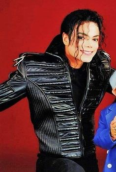 """""""[H]e was gone but it seemed [h]e was still always there, right at the center. Blain (I miss you, Mike ♥) Michael Jackson Outfits, Michael Jackson Bad Era, Paris Jackson, Mj Dangerous, King Of Music, Good Smile, Prince, Most Beautiful Man, American Singers"""