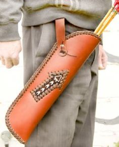 LEATHER QUIVER, hip type, arrow decoration
