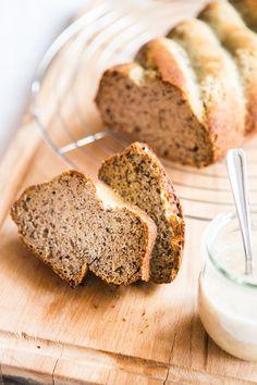 Když se koláč peče ve formě na chlebíček, tak už to vlastně není koláč a můžete si ho s čistým svědomím dát k snídani, co myslíte :-)?; Jakub Jurdič Home Food, Banana Bread, Sweet, Lemon, Candy