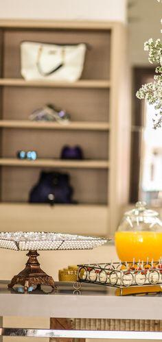 """FERIADO NACIONAL ☼ Lançamos nossa nova coleção """"Costa Dourada"""", na quinta-feira 25. Junto ao lançamento do Verão 2017, celebramos 30 anos no mercado de moda praia e fitness. https://www.instagram.com/feriadonacional/"""