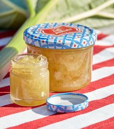 Rabarberjam met limoncello Limoncello, Jam Recipes, Canning Recipes, Cooking Jam, 21 Juni, Salsa, Jam On, Hummus Recipe, Jar Gifts