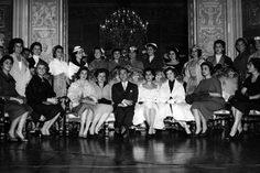 Exposiçoes Virtuais - Arquivo Nacional Misses visitam o presidente Juscelino Kubitschek Os concursos de miss começaram a ser realizados no Brasil em 1954