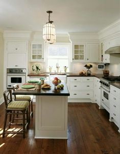 Love the casual feel of this kitchen // neutrals // natural
