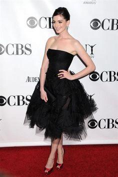 Anne Hathaway in Oscar de la Renta at the 2009 Tony Awards