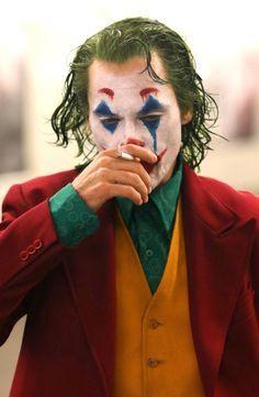 Joaquin Phoenix's Joker Casually Walks Through NYC Subway in Full Clown Makeup as Police Run By Joker Heath, Joker Batman, Der Joker, Batman Arkham, Batman Robin, Joaquin Phoenix, Joker Film, Joker Photos, The Joker