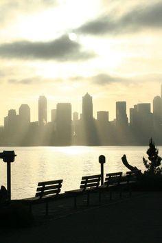 Oooh! Ahhhh! Seattle, as seen from Alki, courtesy 'hansonarch'