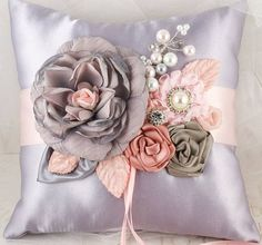 Ribbon embroidery, pillow Learn Embroidery, Silk Ribbon Embroidery, Embroidery Patterns, Embroidery Stitches, Embroidery Online, Pillow Embroidery, Machine Embroidery, Ring Pillow Wedding, Wedding Pillows