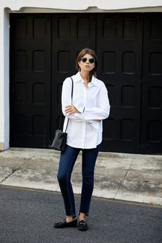 Work To Weekend: My Key Investment Pieces (BADLANDS) great daily uniform example in white shirt and Minimalist Fashion French, Minimalist Shoes, Minimalist Wardrobe, Minimalist Style, Minimal Chic, Minimal Classic, Weekender, Big Fashion, Fashion Outfits