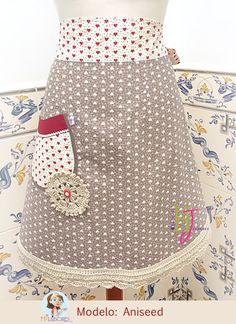 Delantal de cintura hecho de forma artesanal.  Waist apron made by hand.