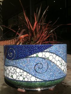 Gina Dominguez of Snapshot Mosaics in Montclair Mosaic Planters, Mosaic Vase, Mosaic Flower Pots, Blue Mosaic, Mosaic Diy, Mosaic Garden, Mosaic Crafts, Mosaic Projects, Mosaic Tiles