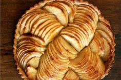 Tarte aux Pomme is a beautiful French apple tart that will leave your guests begging for more. It's made with finely sliced apples spiralled on a puff pastry base and can be served warm. Impress your friends and family at a dinner party with this recipe! Apple Tart Recipe, Apple Pie Recipes, Tart Recipes, Pastry Recipes, Tart Tatin Recipe, Apple Tart Tatin, Just Desserts, Delicious Desserts, Yummy Food