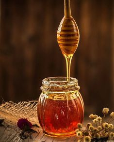 About all the possibilities of honey Bee. Propolis and all the miracles of Bee Panacea, turmeric, and other powerful organic nutrients. Natural Honey, Raw Honey, Pure Honey, Golden Honey, Honey Bees, Natural Face, Home Remedies, Natural Remedies, Cough Remedies