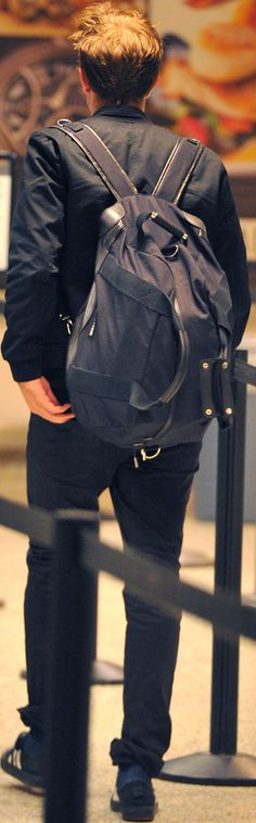 8) Rob at LAX on his way to London ~ 04Aug14