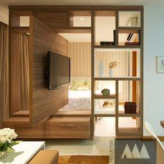 E quando queremos que a tv atenda ao quarto e a sala? Painel giratório foi a solução encontrada! #ProjetosAm #Saladetv #Home #quarto #PainelGiratório #Paineldetv #Nichos #MóveldeTv
