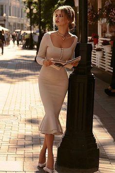 Elegant Dresses Classy, Pretty Dresses, Beautiful Dresses, Casual Dresses, Classy Dresses For Women, Classy Women, Classy Chic Outfits, Long Tight Dresses, Elegant Summer Outfits