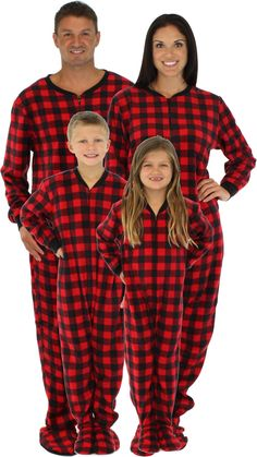 I've found the best matching plaid family pajamas in sizes for your entire family! Matching family pajamas are such a cute way to bond, and they're a great Christmas card idea! Family matching pajamas | Family Christmas pajamas #matchingpajamas #familypajamas #matchingfamilypajamas #christmascardideas Matching Family Christmas Pajamas, Family Pjs, Christmas Pjs, Matching Pajamas, Xmas Pjs, Family Goals, Christmas 2019, Christmas Decor, Christmas Sweaters