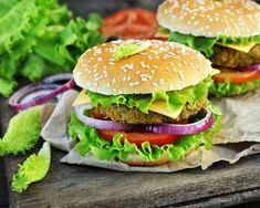 Veggie burger with chickpea steak - Vegetables Veggie Recipes, Chicken Recipes, Snack Recipes, Hamburger Vegetarien, Frozen Potatoes, Barbecue Sauce Recipes, Sloppy Joes Recipe, Gazpacho, 20 Min