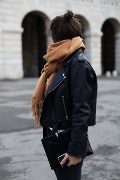 STYLE: How to Create a French Autumn & Winter Capsule Wardrobe… – daisychain daydreams… Source by rakifeder winter fashion Street Style Outfits, Looks Street Style, Looks Style, Black Outfits, Preppy Outfits, Boho Outfits, Vintage Outfits, Look Fashion, Fashion Outfits