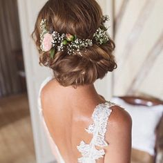 Lovely hairstyle @cottoncandy_gem @wedding_iinspiration