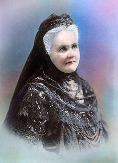 Regina Elisabeta de România.  La vremea sa, regina-scriitoare Carmen Sylva a avut o notorietate destul de mare, cărţile ei fiind traduse, publicate şi citite nu doar în Europa, ci şi în America, ba chiar până în Japonia şi Australia.