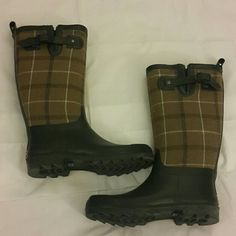 Tommy Hilfiger rain boots Womens Tommy Hilfiger rain boots size 7 excellent condition worn once sells without original box Tommy Hilfiger Shoes Winter & Rain Boots