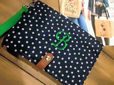 Thirty-One's Super Cute Double Up Crossbody doubles as a clutch or wallet! #ThirtyOne #Preppy #Personalization #Monogramming