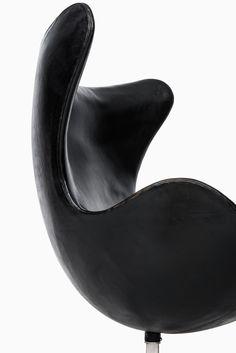 Arne Jacobsen egg chair model 3316 at Studio Schalling
