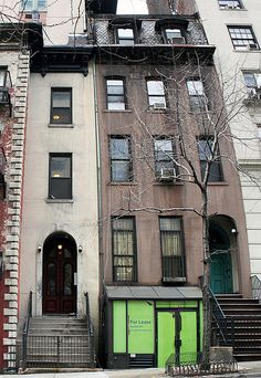 The Mysterious 10-Foot Wide Brownstone on East 37th Street