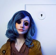 Are you looking for ideas for your Halloween make-up? Browse around this website for unique Halloween makeup looks. Halloween Fotos, Halloween Inspo, Halloween Makeup Looks, Halloween Cosplay, Halloween Outfits, Coraline Halloween Costume, Tim Burton Halloween Costumes, Halloween 2019, Amazing Halloween Costumes