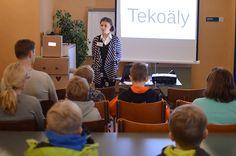 Esitys tekoälystä Siriuksessa kiinnosti lapsia ja aikuisia. Esityksen alussa pohdittiin muun muassa sitä, kuinka älykkäitä kasvit ovat. Luuppi, Oulu (Finland)