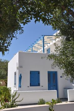 Dream Island - Boasting Cycladic architecture and colours of blue and white, Dream Island Hotel is located on Livadia Beach. Tourism Marketing, Travel And Tourism, Places To Travel, Greece, Pergola, Colours, Sky, Island, Spaces