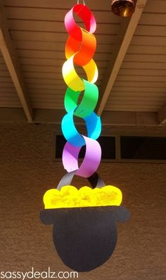 These Paper Chain Pots of Gold would be great for the classroom! I love easy St. Patrick's Day crafts like this one!